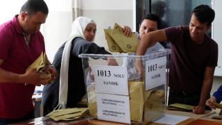 Άνετη νίκη Ερντογάν δείχνουν τα πρώτα αποτελέσματα