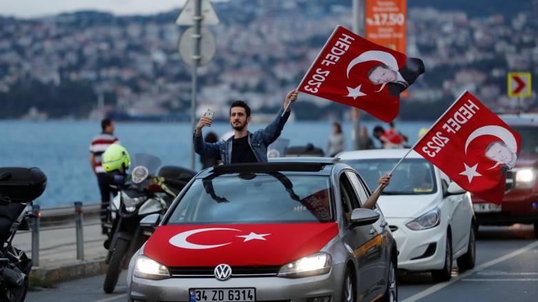 Νίκη Ερντογάν από τον πρώτο γύρο δείχνουν τα μέχρι στιγμής αποτελέσματα