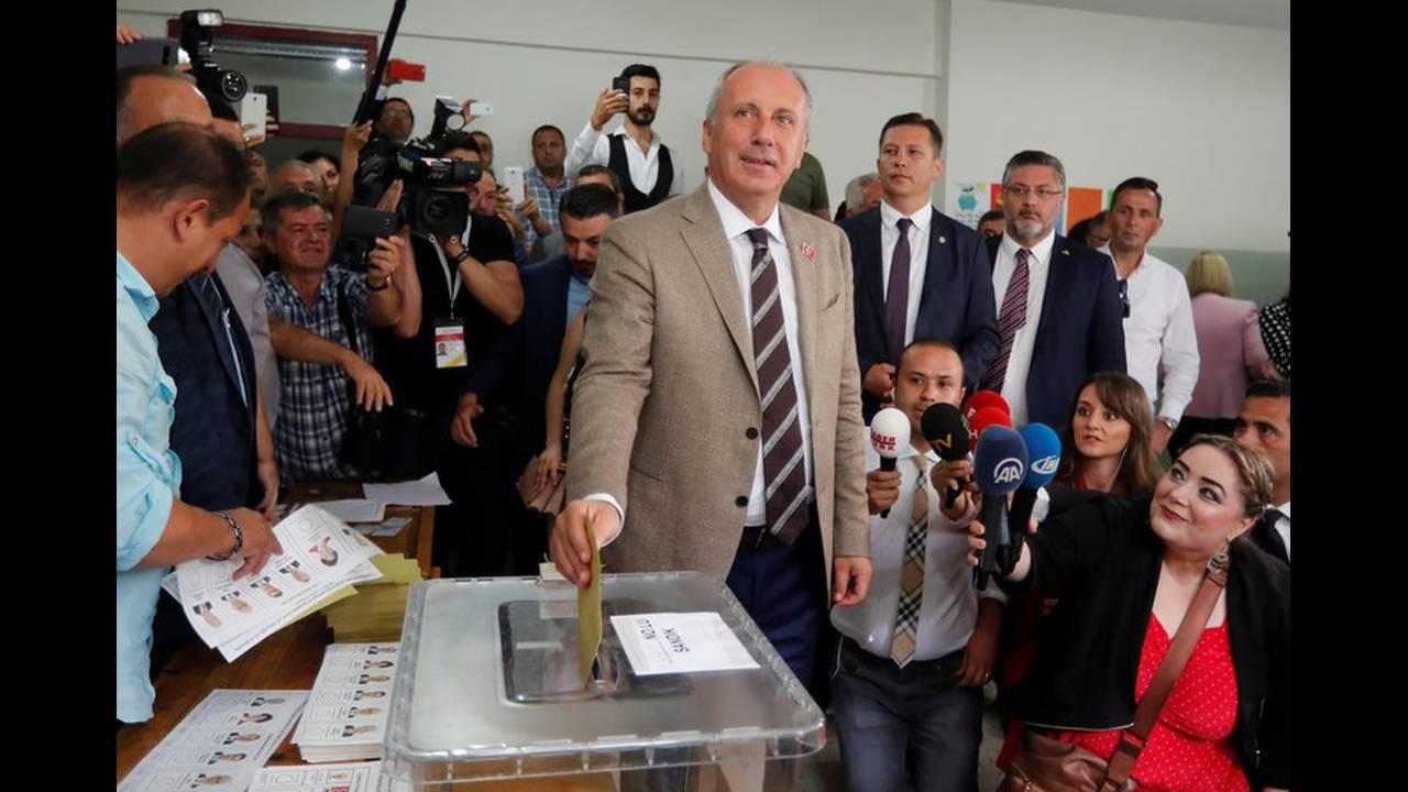 https://cdn.cnngreece.gr/media/news/2018/06/24/135874/photos/snapshot/2018-06-24T074029Z_25357754_RC1BB87B1F00_RTRMADP_3_TURKEY-ELECTION-1.jpg