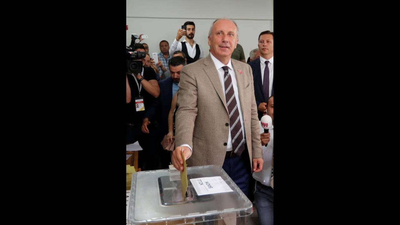 https://cdn.cnngreece.gr/media/news/2018/06/24/135874/photos/snapshot/2018-06-24T074116Z_406650832_RC1726ED73A0_RTRMADP_3_TURKEY-ELECTION.jpg