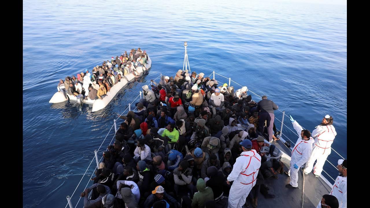 https://cdn.cnngreece.gr/media/news/2018/06/25/135910/photos/snapshot/2018-01-16T051438Z_1706375710_RC13D4BF1740_RTRMADP_3_EUROPE-MIGRANTS-LIBYA-COASTGUARD.JPG
