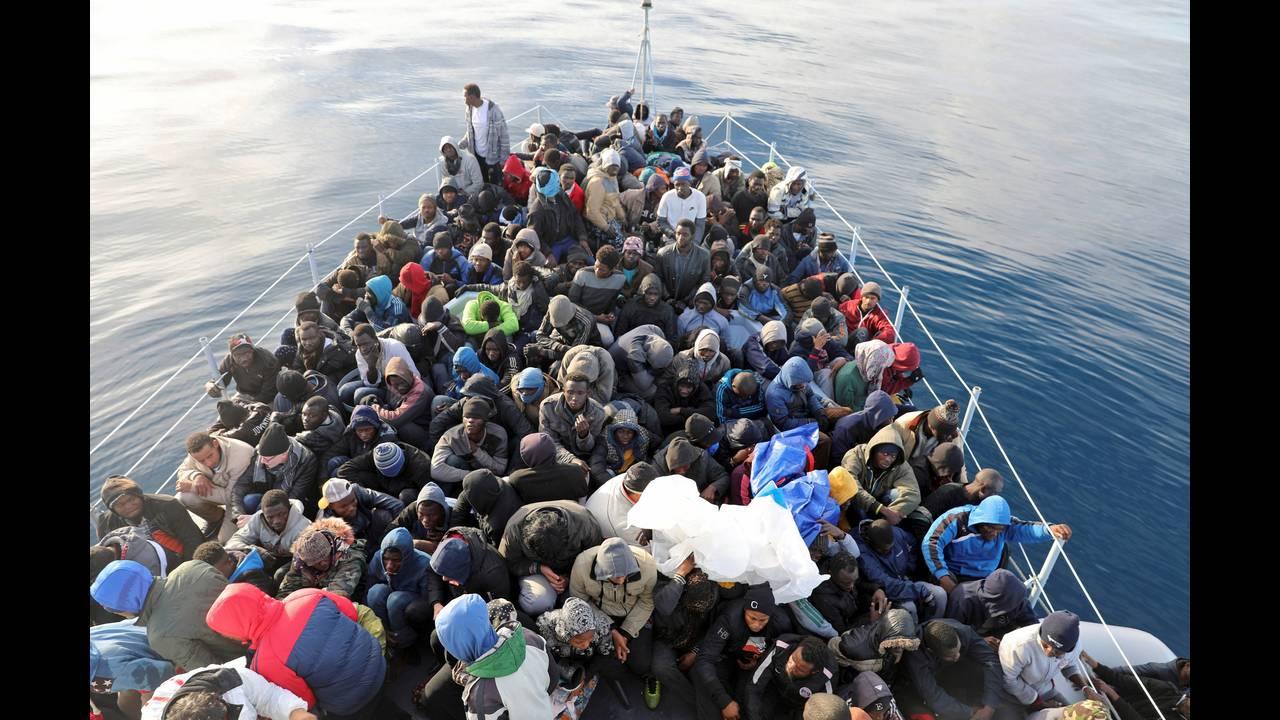https://cdn.cnngreece.gr/media/news/2018/06/25/135910/photos/snapshot/2018-01-16T052102Z_828185410_RC11E0EF7200_RTRMADP_3_EUROPE-MIGRANTS-LIBYA-COASTGUARD.JPG