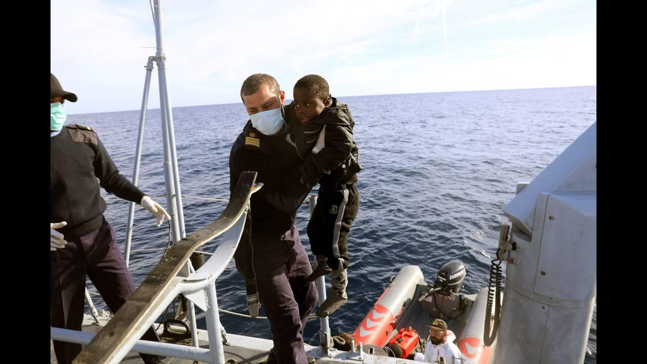 https://cdn.cnngreece.gr/media/news/2018/06/25/135910/photos/snapshot/2018-01-16T054803Z_475259174_RC1A0D56AA70_RTRMADP_3_EUROPE-MIGRANTS-LIBYA-COASTGUARD.JPG