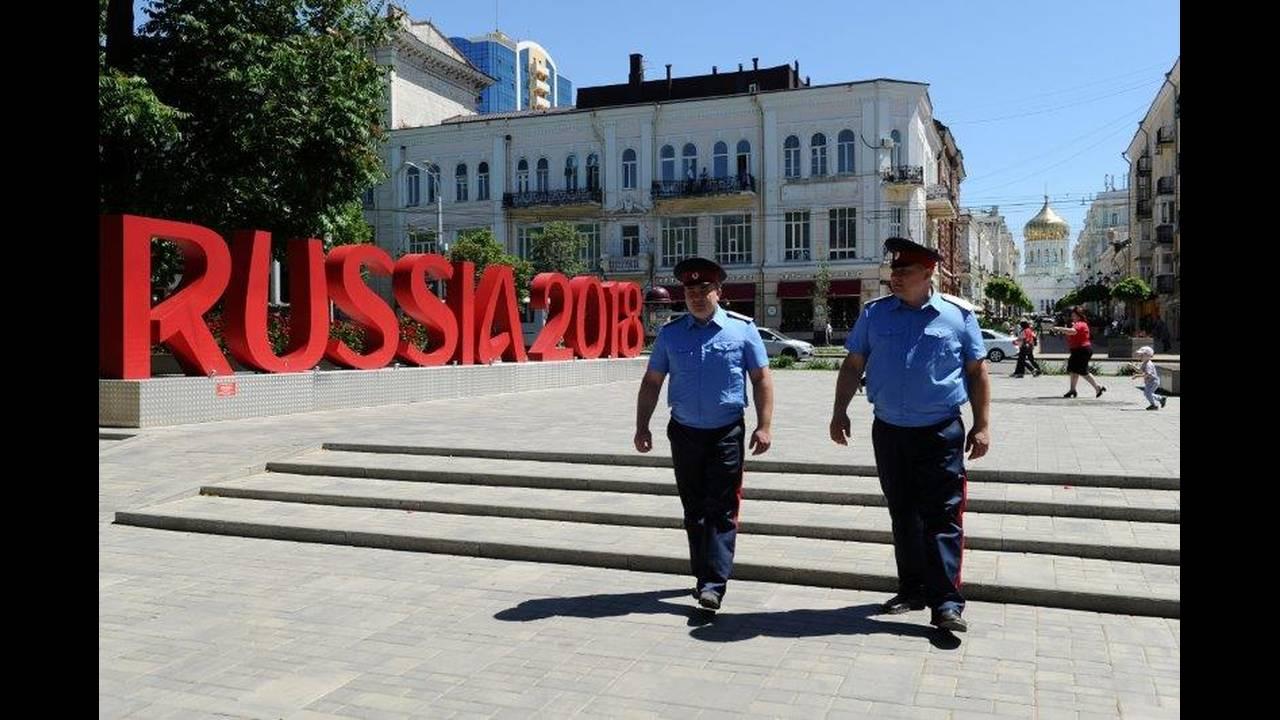 https://cdn.cnngreece.gr/media/news/2018/06/25/135913/photos/snapshot/2018-06-13T153457Z_518703492_RC1E16F1A950_RTRMADP_3_SOCCER-WORLDCUP-RUSSIA-COSSACKS.jpg