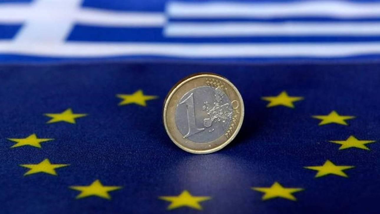 Κομισιόν: Βιώσιμο το ελληνικό χρέος