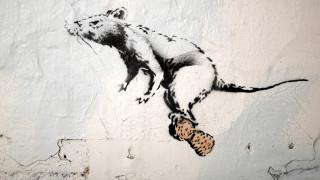 Banksy: με Ναπολέοντα και αρουραίους αναστατώνει την Εβδομάδα Μόδας στο Παρίσι