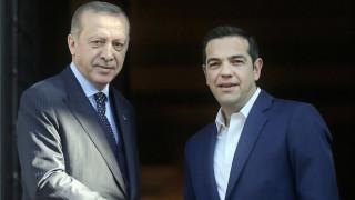 Ο Τσίπρας συνεχάρη τον Ερντογάν ζητώντας την απελευθέρωση των δύο στρατιωτικών