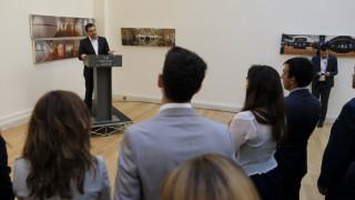 Επίσκεψη Τσίπρα στο Λονδίνο: Επαφές με Μέι, Κόρμπιν και οικονομικούς παράγοντες