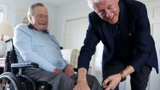 Τζορτζ Μπους ο πρεσβύτερος: Προκαλεί με τις... κάλτσες του ο πρώην Πρόεδρος των ΗΠΑ!