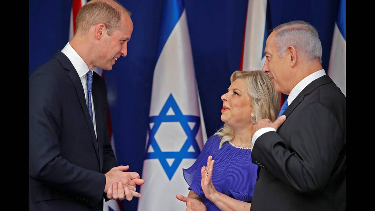 https://cdn.cnngreece.gr/media/news/2018/06/26/136122/photos/snapshot/2018-06-26T093801Z_1701657196_RC1F1ED0C900_RTRMADP_3_BRITAIN-ROYALS-ISRAEL-PALESTINIANS.jpg
