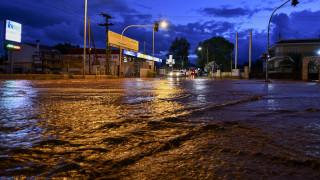 Πλημμύρισαν οι δρόμοι στη Μάνδρα – 45 κλήσεις για άντληση υδάτων