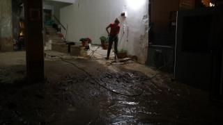 «Πνίγηκε» ξανά η Μάνδρα-Μετρούν τις νέες πληγές τους οι κάτοικοι