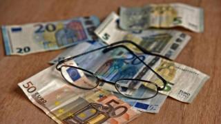 «Μαχαίρι» 2,88 δισ. ευρώ στις συντάξεις το 2019