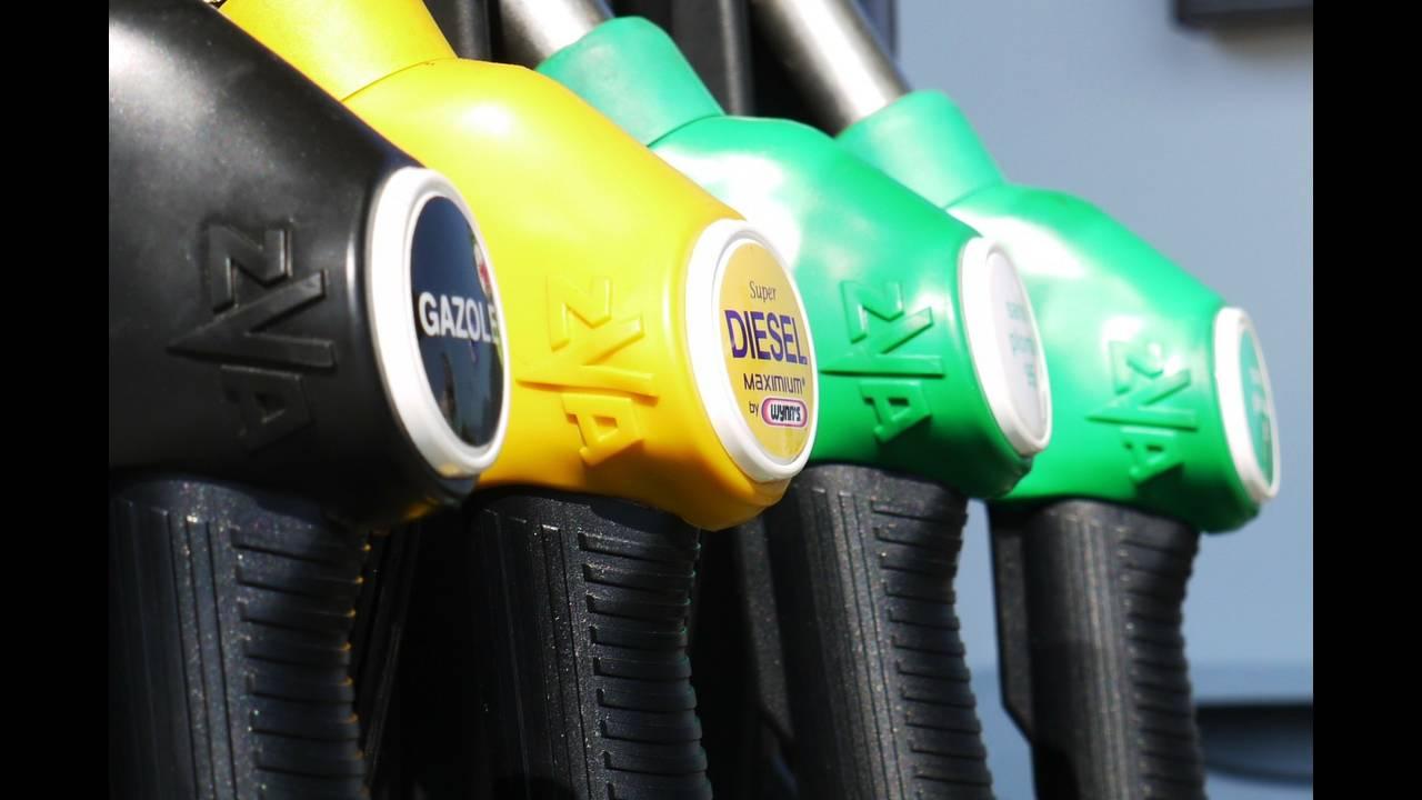 https://cdn.cnngreece.gr/media/news/2018/06/28/136384/photos/snapshot/gasoline-175122_1920.jpg