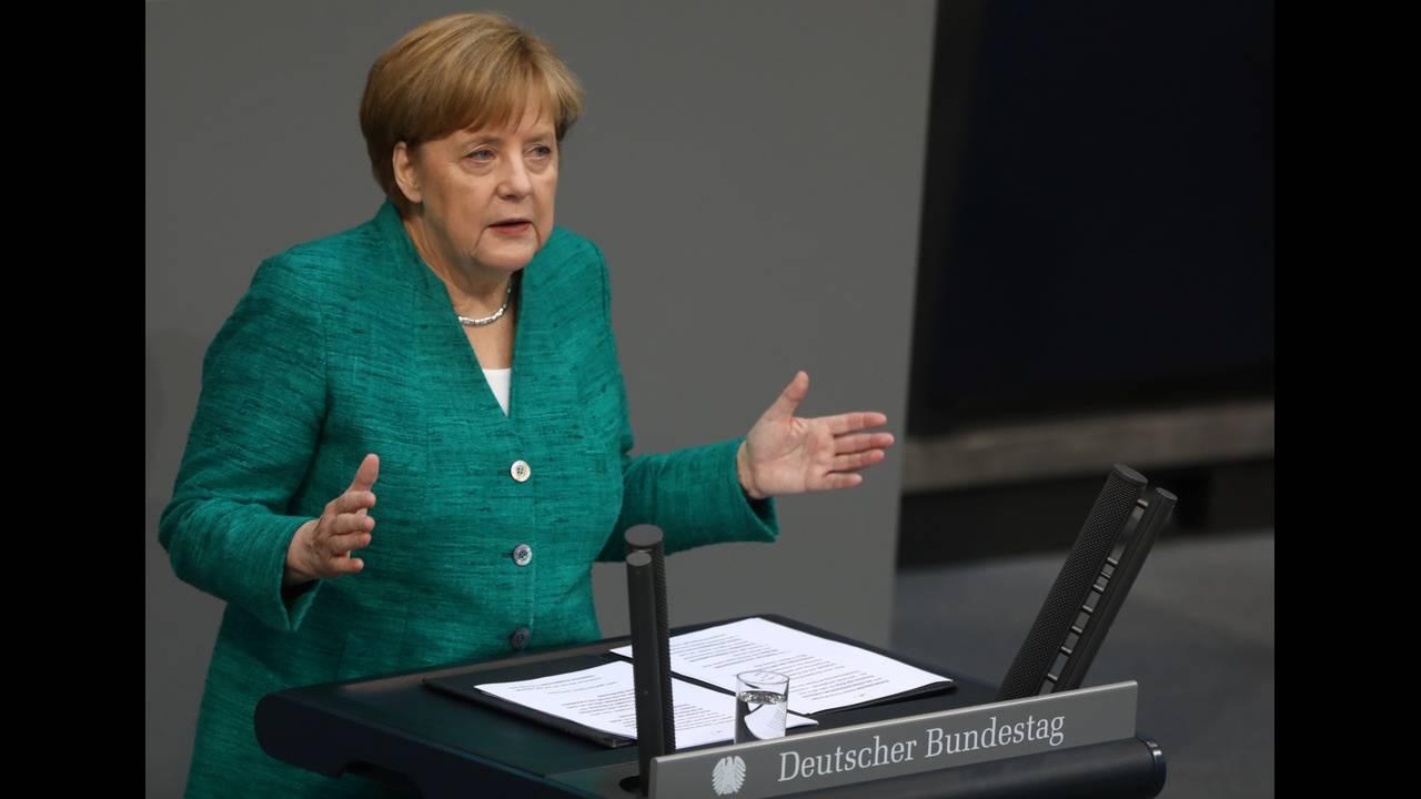 https://cdn.cnngreece.gr/media/news/2018/06/28/136411/photos/snapshot/2018-06-28T071101Z_1951160116_RC12F890DD80_RTRMADP_3_GERMANY-POLITICS-MERKEL.JPG
