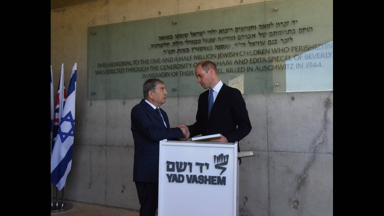 https://cdn.cnngreece.gr/media/news/2018/06/28/136437/photos/snapshot/2018-06-26T102023Z_2112722484_RC12452A0A00_RTRMADP_3_BRITAIN-ROYALS-ISRAEL-PALESTINIANS.jpg