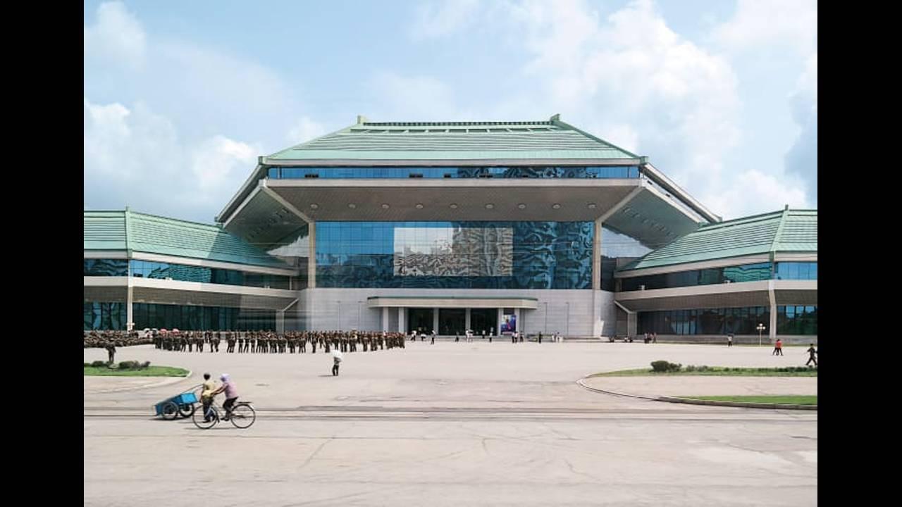 https://cdn.cnngreece.gr/media/news/2018/06/28/136520/photos/snapshot/http_2F2Fcdn.cnn.com2Fcnnnext2Fdam2Fassets2F180622165412-pastel-north-korea-12.jpg