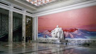 Παστέλ παράδεισος & Στάλιν: η παράδοξη αρχιτεκτονική της Βόρειας Κορέας αποκαλύπτεται