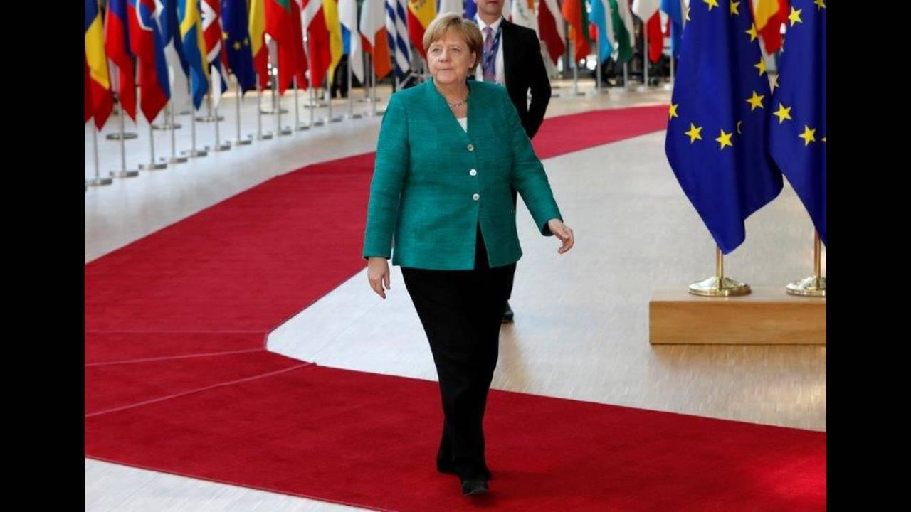 https://cdn.cnngreece.gr/media/news/2018/06/29/136571/photos/snapshot/2018-06-28T122553Z_203887219_RC13EDA85F90_RTRMADP_3_EU-SUMMIT.jpg