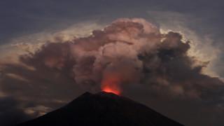 Προβλήματα σε πτήσεις της Αυστραλίας από έκρηξη ηφαιστείου στο Μπαλί