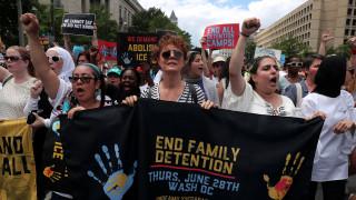 Συνελήφθη η Σούζαν Σάραντον – Διαμαρτυρόταν για την μεταναστευτική πολιτική του Τραμπ
