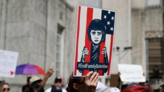 Διαδηλώσεις στις ΗΠΑ για τον χωρισμό παιδιών μεταναστών από τους γονείς τους