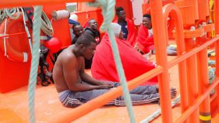 Στη Βαρκελώνη κατευθύνεται πλοίο που διέσωσε 59 μετανάστες