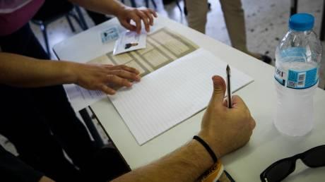 Αποτελέσματα Πανελληνίων 2018: Σε ποιες σχολές ανεβαίνουν και σε ποιες πέφτουν οι βάσεις