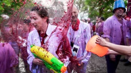 La Batalla de Vino: Η ετήσια «μάχη» του κρασιού στη Ριόχα της Ισπανίας