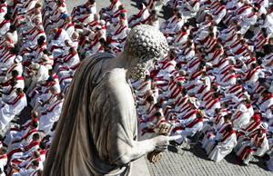 Αρχιεπίσκοποι παρακολουθούν μια μαζική λειτουργία για τους νέους μητροπολίτες στο Βατικανό, στις 29 Ιουνίου 2018.
