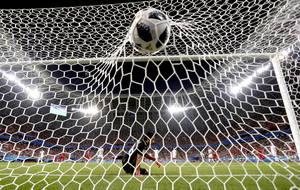 Ο τερματοφύλακας Aymen Mathlouthi της Τυνησίας δέχεται αυτογκόλ από τον Γιάσιν Μέριχα της Τυνησίας κατά τη διάρκεια του Παγκόσμιου Κυπέλλου FIFA 2018, στον προκριματικό αγώνα ποδοσφαίρου μεταξύ του Παναμά και της Τυνησίας στο Σαράνσκ της Ρωσίας στις 28 Ιο