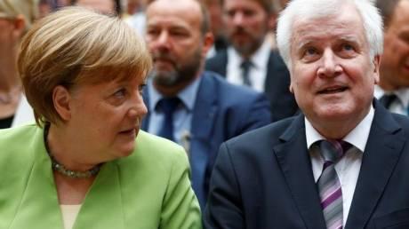 Γερμανία: Ο Ζεεχόφερ θα συζητήσει με τη Μέρκελ και θα αποφασίσει για το πολιτικό του μέλλον