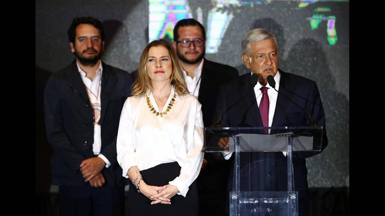 https://cdn.cnngreece.gr/media/news/2018/07/02/136934/photos/snapshot/2018-07-02T043059Z_1466845070_RC178221C920_RTRMADP_3_MEXICO-ELECTION.JPG