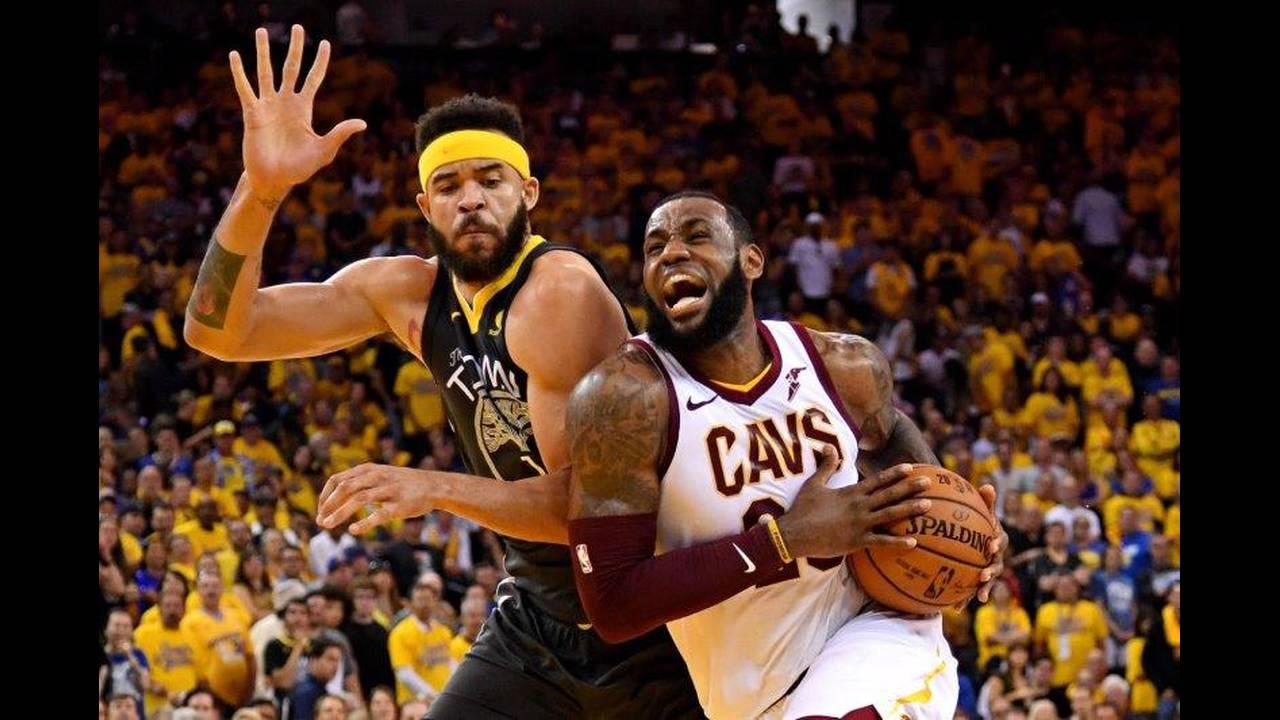 https://cdn.cnngreece.gr/media/news/2018/07/02/136941/photos/snapshot/2018-06-04T021848Z_232237792_NOCID_RTRMADP_3_NBA-FINALS-CLEVELAND-CAVALIERS-AT-GOLDEN-STATE-WARRIORS.jpg
