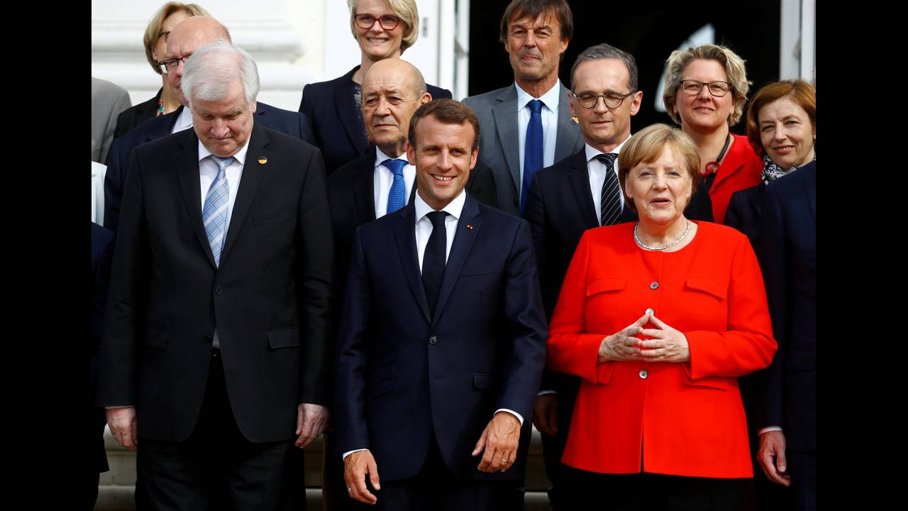 https://cdn.cnngreece.gr/media/news/2018/07/02/136981/photos/snapshot/2018-06-19T155943Z_1748779581_RC1826859670_RTRMADP_3_GERMANY-FRANCE-EUROZONE.JPG