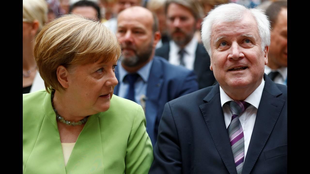 https://cdn.cnngreece.gr/media/news/2018/07/02/136981/photos/snapshot/2018-06-20T110342Z_1204078754_RC15A26ED2F0_RTRMADP_3_GERMANY-POLITICS.JPG