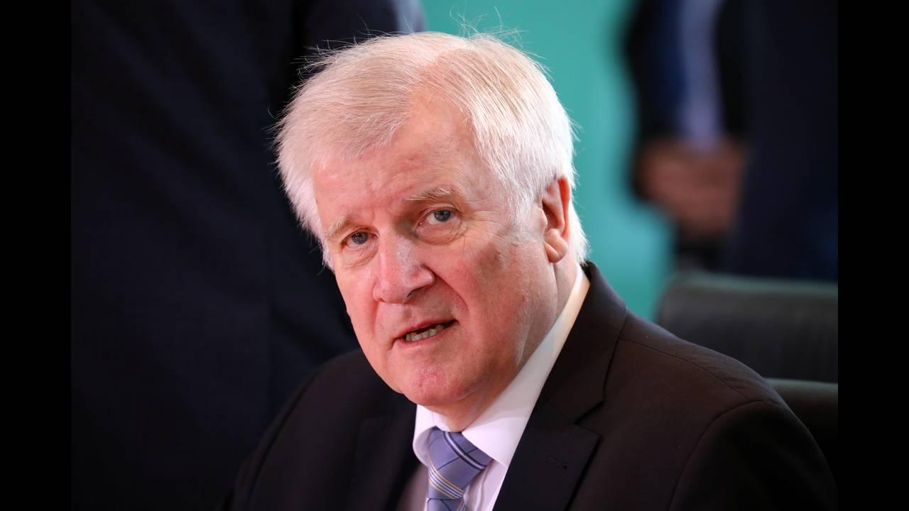 https://cdn.cnngreece.gr/media/news/2018/07/02/136981/photos/snapshot/2018-06-27T081821Z_1000013688_RC1FEFF91E60_RTRMADP_3_GERMANY-POLITICS.JPG