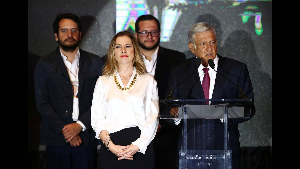 https://cdn.cnngreece.gr/media/news/2018/07/02/137003/photos/snapshot/2018-07-02T043059Z_1466845070_RC178221C920_RTRMADP_3_MEXICO-ELECTION.JPG