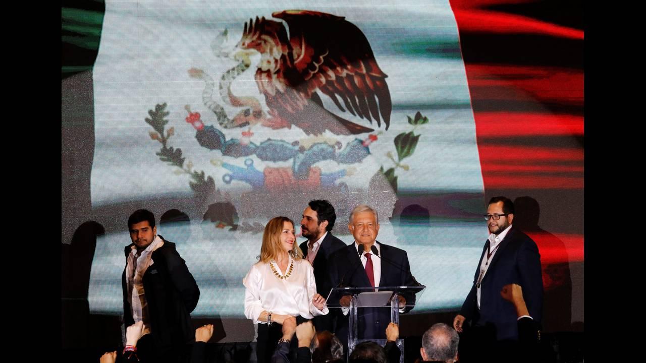https://cdn.cnngreece.gr/media/news/2018/07/02/137003/photos/snapshot/2018-07-02T043155Z_165230929_RC1C5BA9B200_RTRMADP_3_MEXICO-ELECTION.JPG