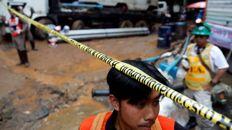 Ταϊλάνδη: Ζωντανά βρέθηκαν τα 12 παιδιά και ο προπονητής τους που παγιδεύτηκαν σε σπηλιά