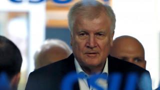 Ζεεχόφερ: Δεν θα αφήσω την Μέρκελ να με απολύσει, είναι καγκελάριος χάρη σε μένα