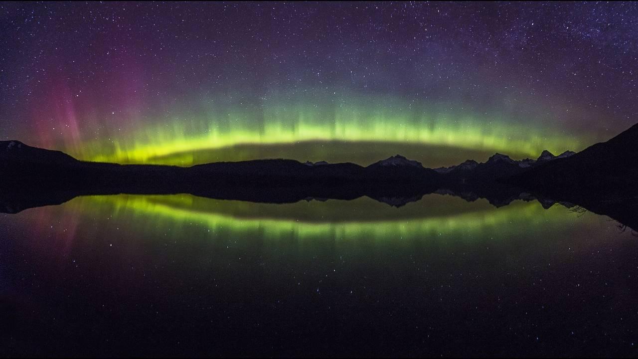 https://cdn.cnngreece.gr/media/news/2018/07/02/137075/photos/snapshot/aurora-borealis-1002259_1920.jpg