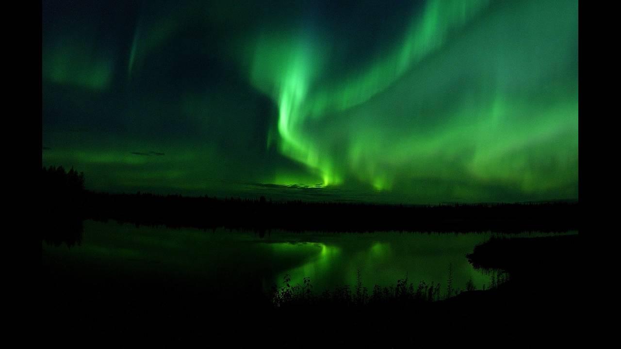 https://cdn.cnngreece.gr/media/news/2018/07/02/137075/photos/snapshot/aurora-borealis-818716_1280.jpg