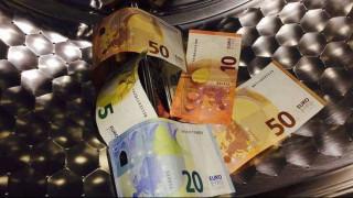 Για ξέπλυμα χρήματος ελέγχονται 728 φορολογούμενοι με μεγάλα χρέη στο Δημόσιο