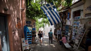 Το 60% των συναλλαγών των τουριστών γίνεται με κάρτες