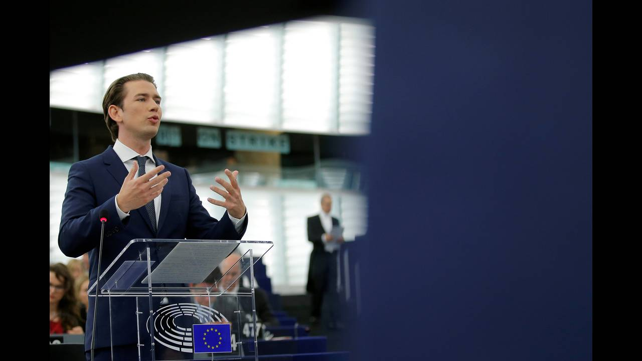 https://cdn.cnngreece.gr/media/news/2018/07/03/137205/photos/snapshot/2018-07-03T090349Z_1969022470_RC11BD455260_RTRMADP_3_EU-AUSTRIA.JPG