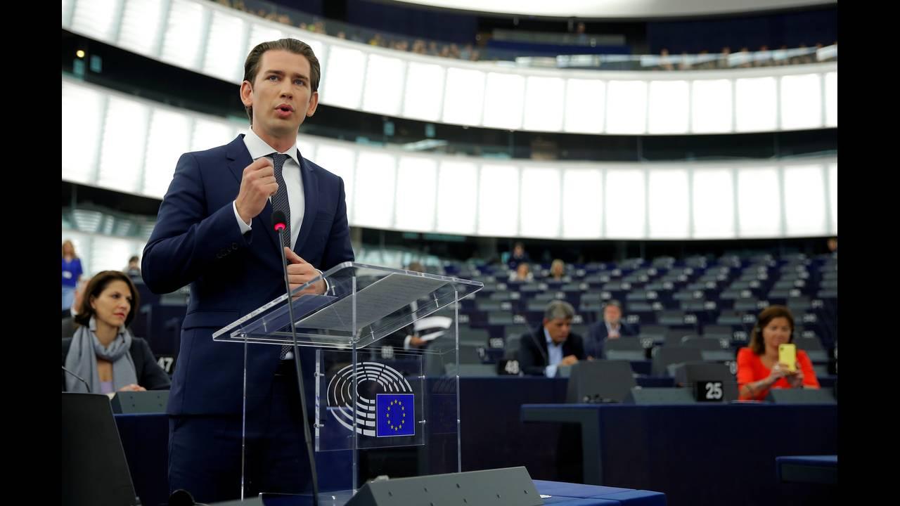 https://cdn.cnngreece.gr/media/news/2018/07/03/137205/photos/snapshot/2018-07-03T090639Z_74427892_RC11AE4CD2D0_RTRMADP_3_EU-AUSTRIA.JPG