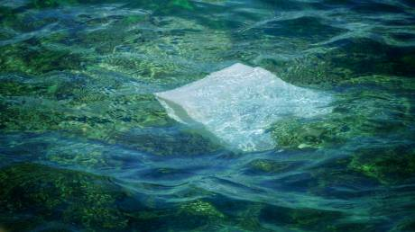 Παγκόσμια ημέρα κατά της πλαστικής σακούλας: Κίνδυνος η Μεσόγειος να γίνει μία «πλαστική θάλασσα»