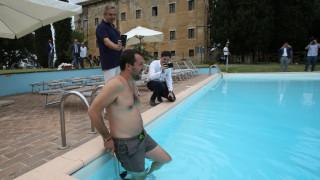 Ματέο Σαλβίνι: Βουτιά στην πισίνα της... Μαφίας
