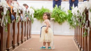 Αγωνίστρια ετών 3: Νίκησε τη λευχαιμία κι έγινε παρανυφάκι στο γάμο της γυναίκας που την έσωσε